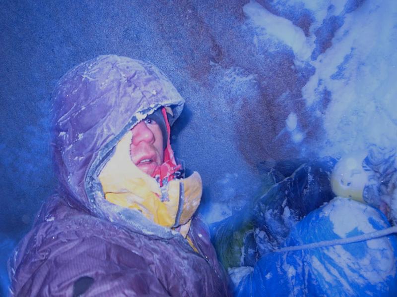Ben Erdmann, Jess Roskelley e Kristoffer Szilas durante la prima salita di Hypa Zypa Couloir (ED: AI5+, M6+, 5.10R, A3, 1100m, 5 - 7/04/2013) , Citadel parete est, Kichatna Range, Alaska. , archive Kristoffer Szilas
