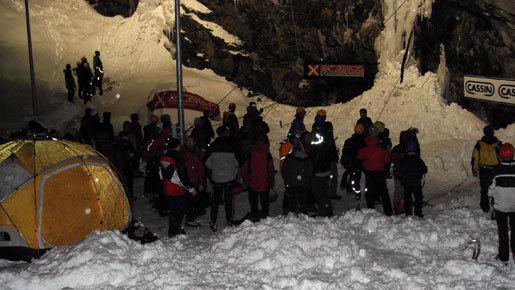 Area di scalata dove il team di istruttori del Cai Cuneo dava assistenza ai neofiti dell'ice climbing, arch. Svevo Mondino