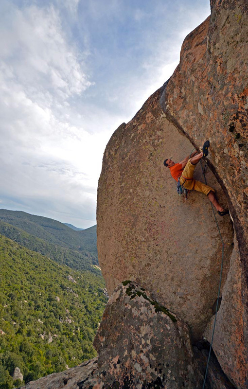 Maurizio Oviglia on the difficult third pitch of Musikedda, 7a+, immediately above the hard crux., Paolo Contini