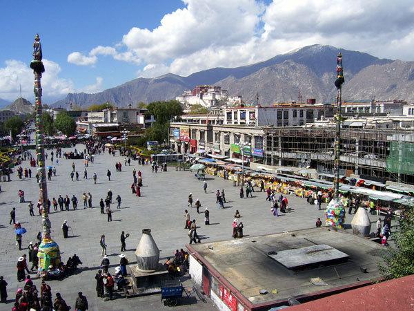 il Potala visto dal tempio del Jokhang, Maria Luisa Nodari