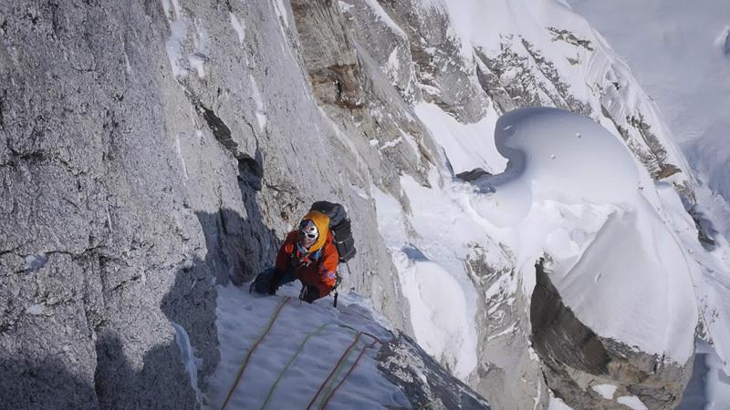Dal 12  - 14 aprile 2013 gli alpinisti Dani Arnold e David Lama hanno aperto la via Bird of Prey (1500m, 6a, M7+, 90°, A2) sul Moose's Tooth, Alaska., Dani Arnold