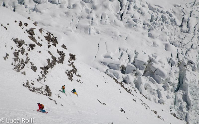Il 23/04/2013 Francesco Civra Dano e Luca Rolli in sci, Julien Herry e Davide Capozzi in snowboard hanno effettuato la prima ripetizione della parete est di Aiguille Blanche de Peuterey.,