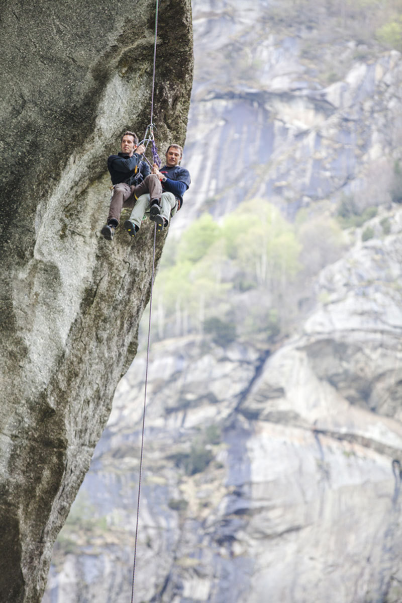 Antonio Rossi abseiling into the void on Sasso Remenno, Klaus Dell'Orto