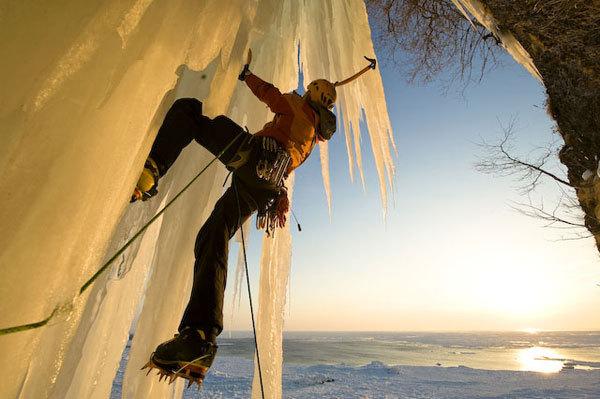 Albert Leichtfried seacliff climbing at Abashiri, Hermann Erber
