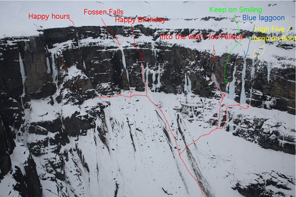 Lyell Wall. Da sx. a dx: Happy Hours (240m, WI6), Fossen Falls (170m, WI6), Happy Birthday (120m, WI5), Into the Wild (100m, M12 WI5), Keep on Smiling (60m, WI6), Blue Lagoon (200m, WI5), High Five (200m, WI5), Jusq'au Bout (200m, M5 WI6). Vie gia esistenti includono The Ice Palace (50m, WI5) sotto Into the Wild e Overdrive (200m, WI5), il plastro blu tra  Into the Wild e High Five., Jon Walsh
