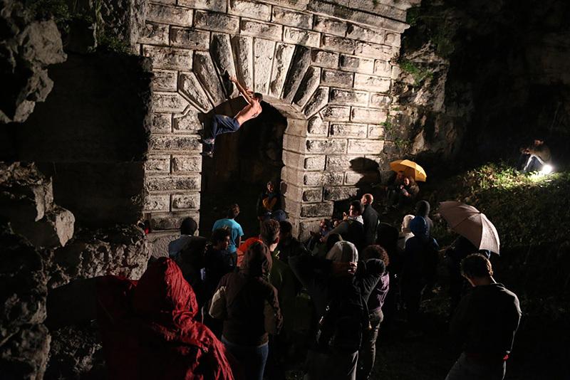 Streetboulder notturno al Forte della Tagliata della Scala, archivio Festivalbrenta