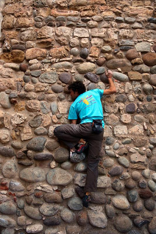 Streetboulder sulle mura dell'antico Castello degli Ezzelini di Bassano del Grappa, archivio Festivalbrenta