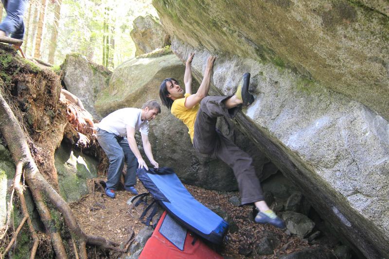 Bouldering in Valle di Daone, archivio Angelo Davorio / Stefania Pellizzari