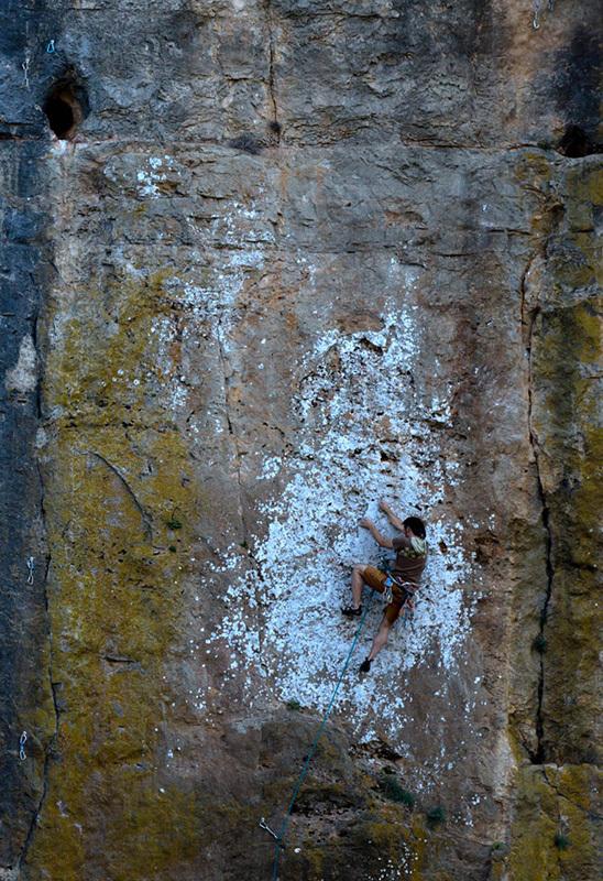 Matteo Cappa su una delle sue nuove creazioni al Canyon di Ulassai., Klaas Willems