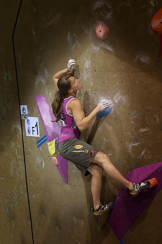 Anna Stöhr climbing to victory at Toronto, Canada, ÖWK-Wilhelm