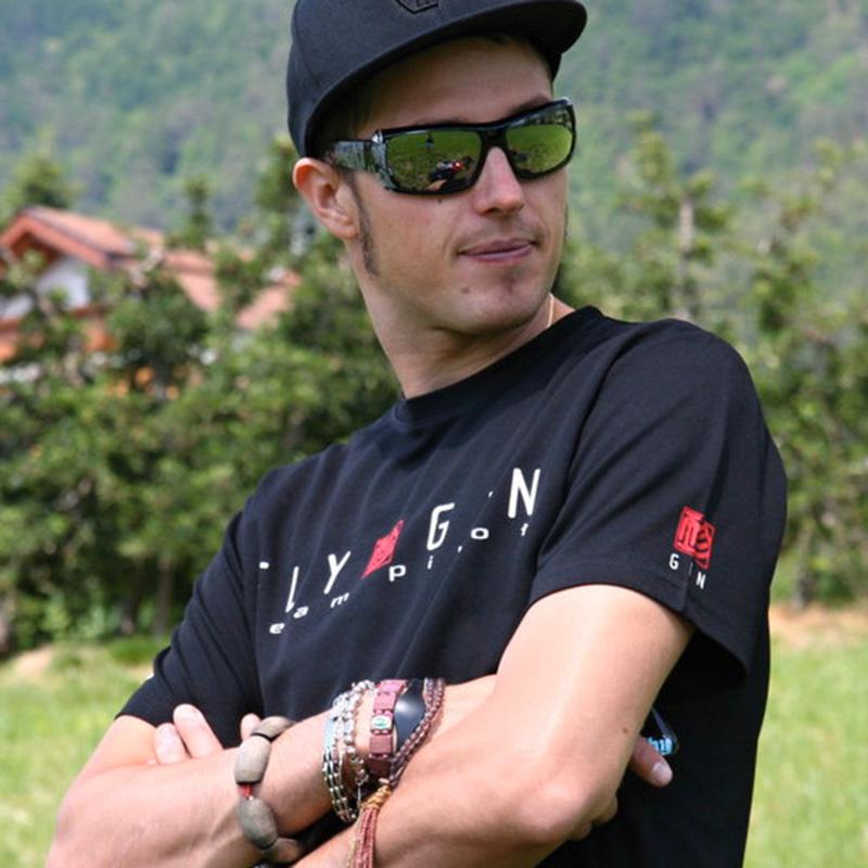 Il meranese Aaron Durogati, classe 1986, uno degli tre italiani che parteciperà alla Red Bull X-Alps 2013., archivio Aaron Durogati