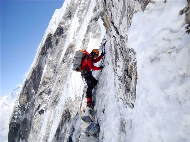 Tengkangpoche, Nepal 6500m. Simon Anthamatten climbing