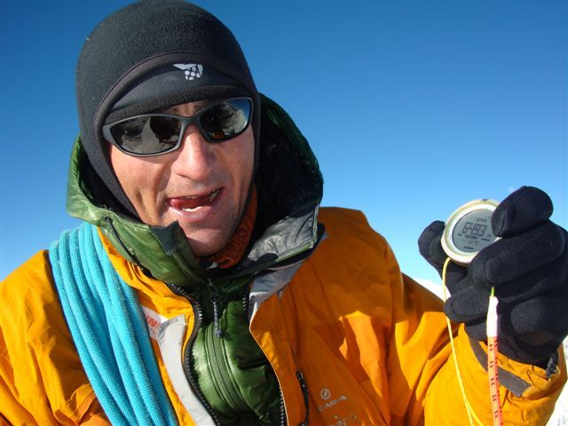 Tengkangpoche, Nepal 6500m. Ueli Steck climbing