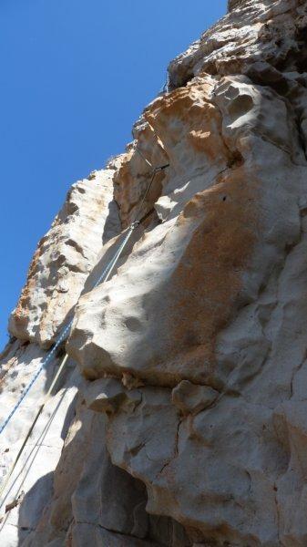 In apertura sulla via La vita tra le dita - Parete Nord del Monte Monaco (Sicilia), archivio F. Failla