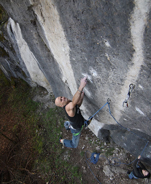 Markus Bock su Three Suns And One Star 11-/11 (8c+), Frankenjura, Germania, Lars Decker