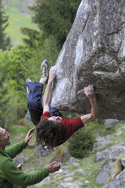 Adam Ondra bouldering at the Melloblocco 2008, Giulio Malfer