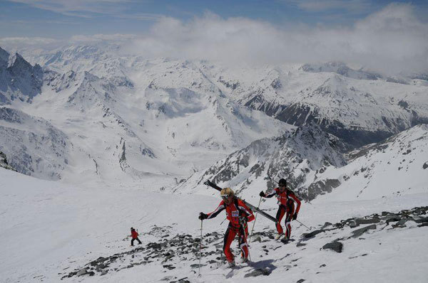02/05/2008: Lionel Bonnel and Stéphane Brosse during their record breaking traverse of the Haute Route Chamonix - Zermatt in 21:11, Chikli Baptiste