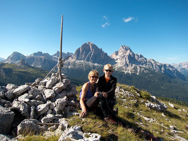 Paolo Sterni con Serena Bonin (la mamma) in cima a Gallo George, Muraglia del Giau, Lastoni di Formin, Dolomiti, archivio Sterni