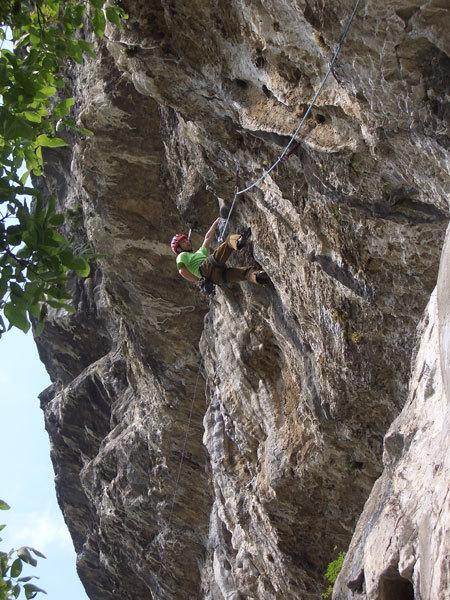 Daniele De Candido impegnato su Via di Testa, max 8b+, 7c obb sul Monte Cimo, Trentino Alto Adige., Massimo Da Pozzo