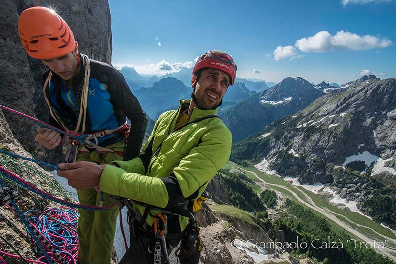 Rolando Larcher e Geremia Vergoni su Invisibilis, parete Sud Marmolada d'Ombretta (Dolomiti), Giampaolo Calzà