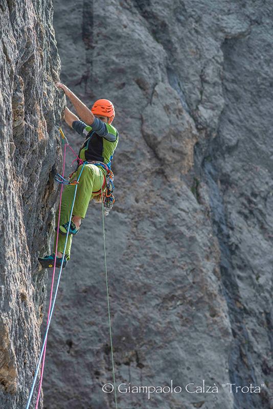 Rolando Larcher su Invisibilis, parete Sud Marmolada d'Ombretta (Dolomiti), Giampaolo Calzà
