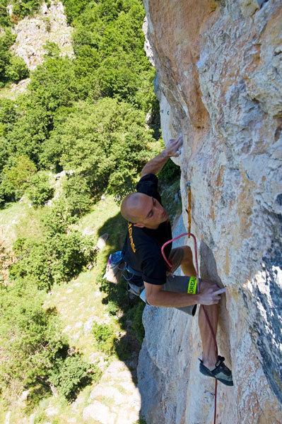 Roberto delle Fratte first free ascent of Shangai 8c, Pietrasecca., Carlos de la Fuente