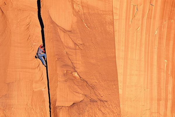 Jason Smith soloing Tweety (5.10a), Cat Wall, Indian Creek, USA, Simon Carter