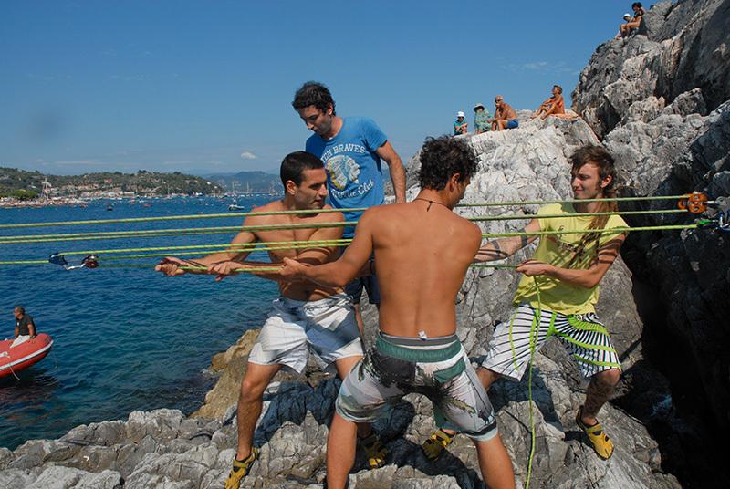 La slackline tra l'Isola Palmaria e il promontorio di Porto Venere, La Spezia., Davide Battistella