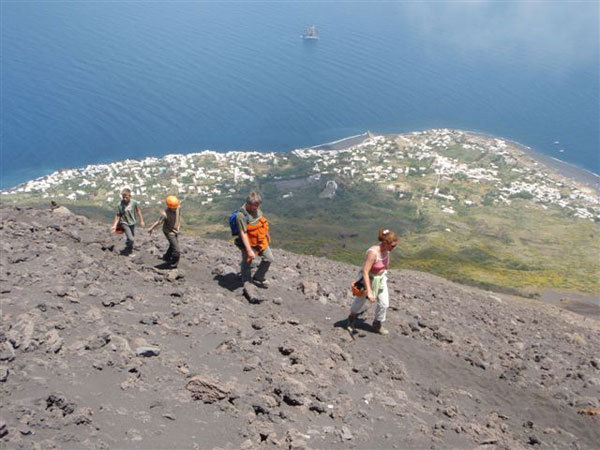 In salita verso il cratere di Stromboli., Cain Olsen
