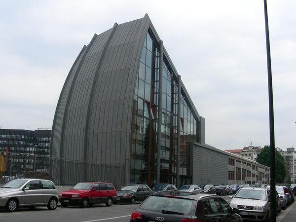 L'esterno del nuovo Palaroccia di via Braccini a Torino, arch. A. Mellano