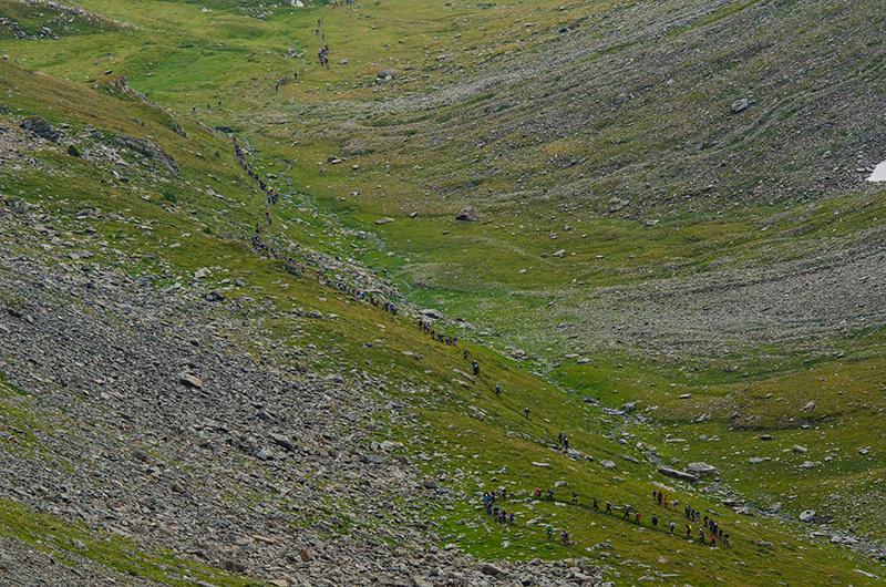 Serpentone di atleti nel vallone di Arp, Marco Spataro
