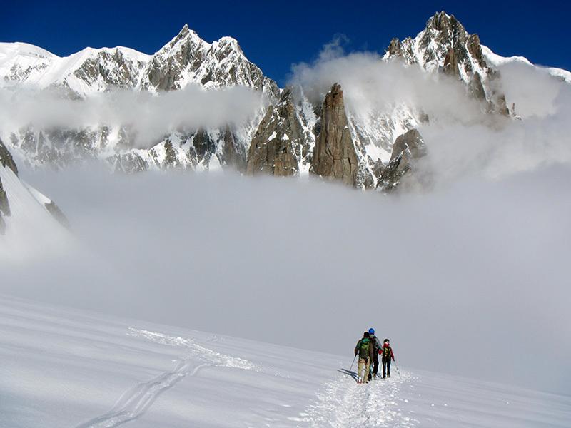 Si apre il panorama sul Gran Capucin e sul Monte Bianco, archivio Enrico Paganin
