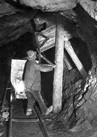 Transporting the minerals, Fondation grand Paradis e Comune di Cogne