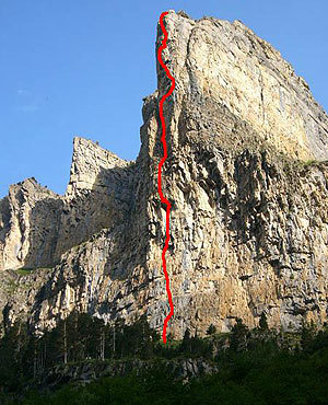 Zaratrusta (8a/a+, 400m) Pilar de Cotatuero, Ordesa National Park, Pyrenees, Spain. 
