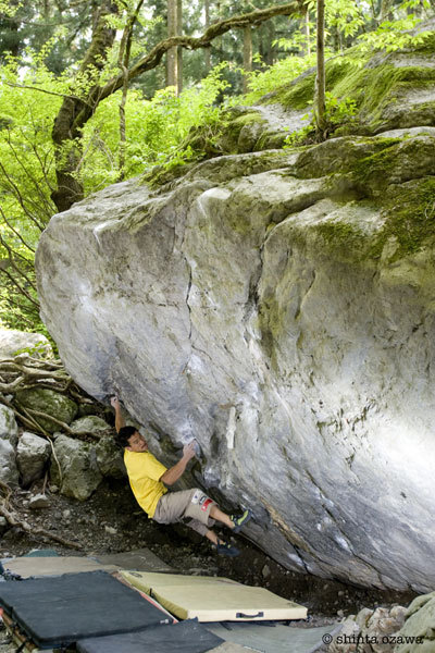 Yuji Hirayama carrying out the first ascent of Ginga Fb8b+., Shinta Ozawa