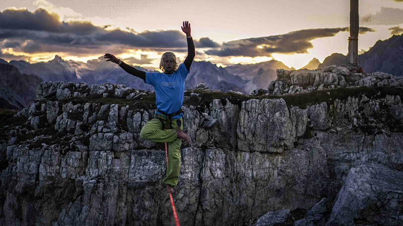 Tobias Plaickner practises Yoga online, archivio A-TEAM
