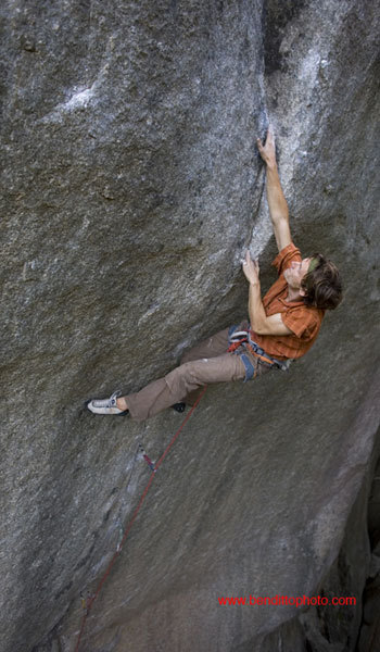 Nicolas Favresse on the final crux moves of the Cobra Crack, Cirque of the Uncrackables, Squamish, Canada. On 17/07/08 he carried out the first repeat after the route was freed by Sonnie Trotter in June 2006., Ben Ditto