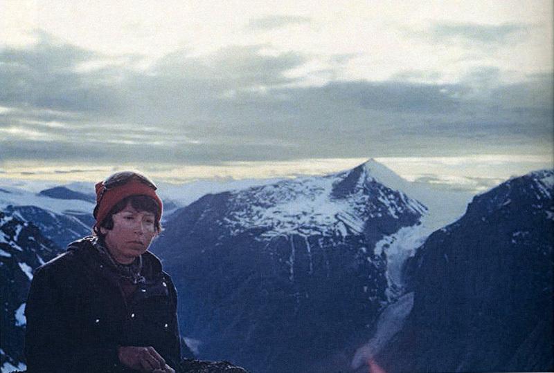 Aiguille du Couchant: Maria Pia Ambrosetti Molinari riposa sulla vetta, archivio Maria Pia Ambrosetti Molinari