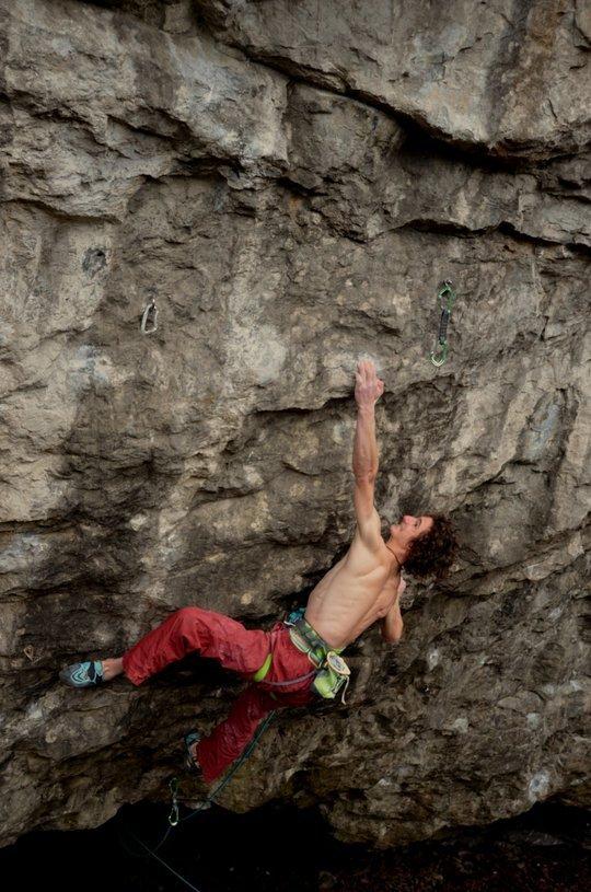 Adam Ondra sul passo chiave di Vasil Vasil 9b+ (Sloup, Repubblica Ceca)., archivio A. Ondra