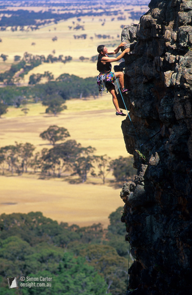 Louise Shepherd sul quinto tiro della classica via Bard (12, 12m), Mount Arapiles., Simon Carter / Onsight Photography