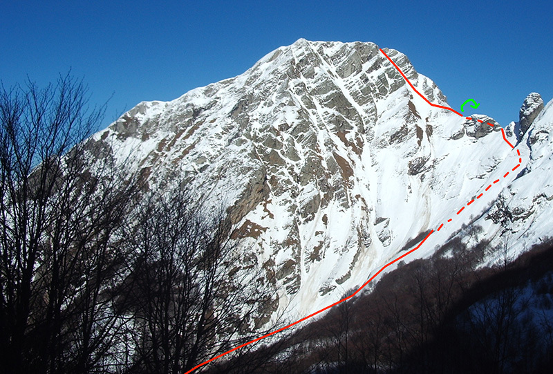 Ski mountaineering in the Apuan Alps: the Pisanino descent (red) and the variation down the East Face (green), Giampaolo Betta