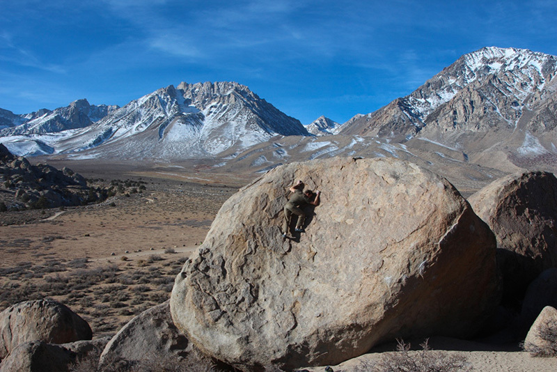 Boulder a Buttermilks, Bishop, USA., Claudia Colonia & Alessandro Penna