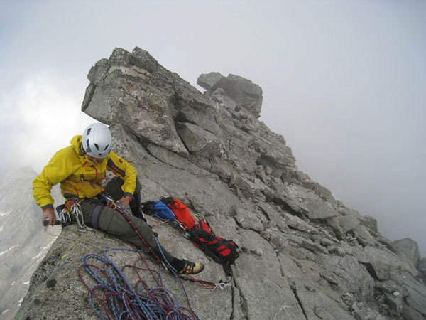 David Lama in cima di Desperation of the Northface, Alpi dello Zillertal, Austria., Verhoeven archive