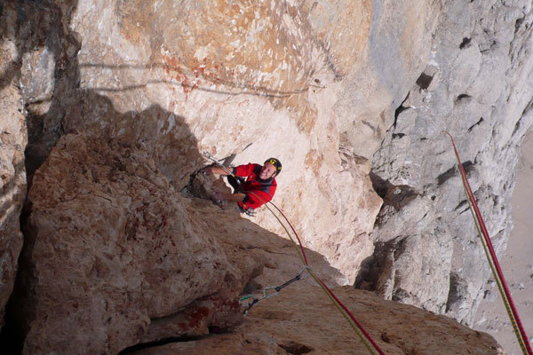 Roberto Pedrotti on the 11th pitch of AlexAnna, Marmolada, Dolomites., arch. R.Larcher