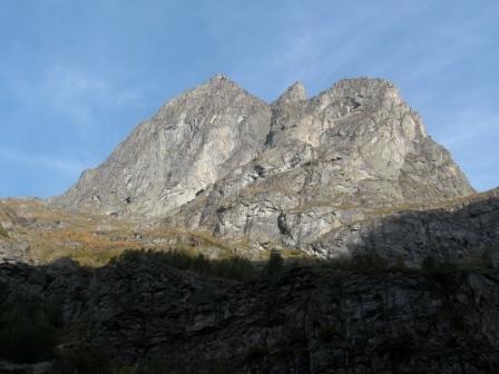 la parete Sud del Monte Castello, vallone di Noaschetta, Gruppo del Gran Paradiso, arch. A. Trombetta