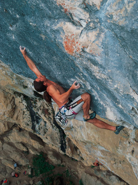 Alexander Huber on the crux move of