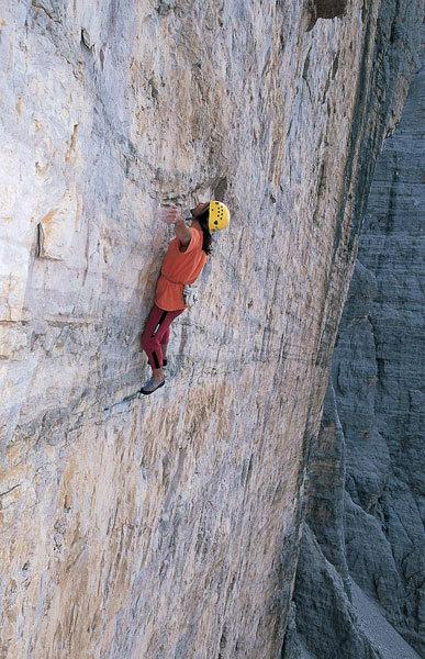 Alexander Huber 2002: Hasse Brandler solo, Tre Cime di Lavaredo, Dolomites, Italy., Heinz Zak