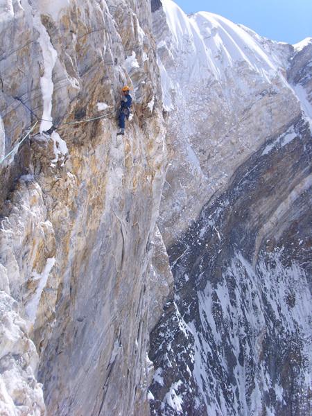 Denis Urubko & Boris Dedeshko, Eigth Women- Climbers Peak (6110m) Parete ovest., archivio Piolet d'Or Asia