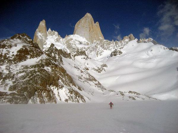 Attraversando il Lago de los Tres ghiacciato, arch. Y. Parimbelli, P. Vitali