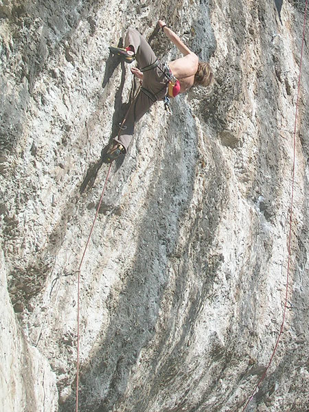 Valdo Chilese climbing at Fonzaso, Planetmountain.com